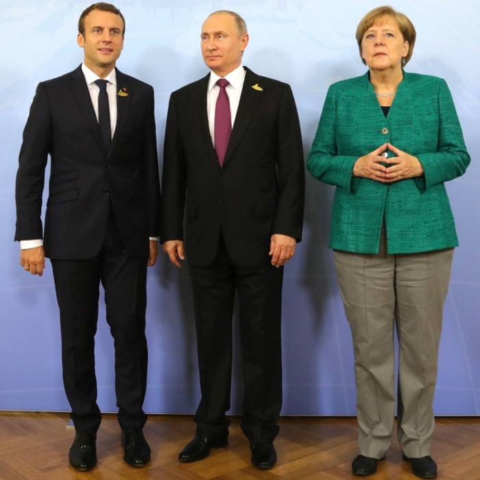 Take a picture with the world leaders